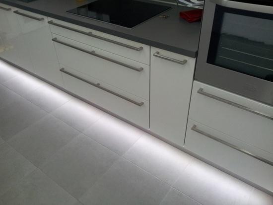 Eclairage led complet d 39 une cuisine led 39 s go for Eclairage tiroir cuisine