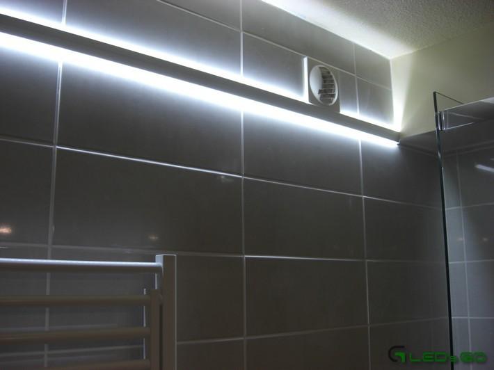 bandeau led salle de bain. Black Bedroom Furniture Sets. Home Design Ideas