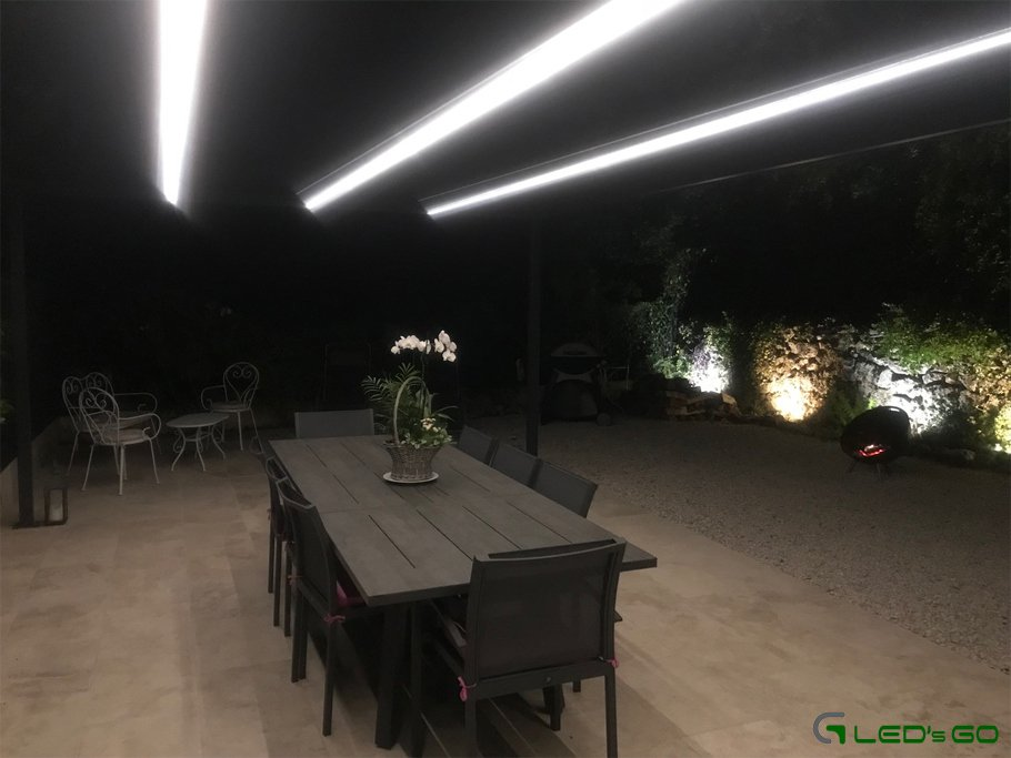 Eclairage pergola avec des barres LED longues